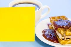 Ontbijt met gebakje en fruit royalty-vrije stock afbeelding
