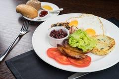 Ontbijt met gebraden eieren Stock Foto
