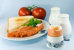 Ontbijt met, gekookt ei, toa Stock Foto's