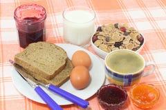 Ontbijt met jam en koffie Royalty-vrije Stock Foto's