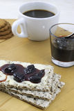 Ontbijt met jam en koffie Royalty-vrije Stock Fotografie