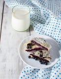 Ontbijt met melk en baksel Royalty-vrije Stock Afbeelding