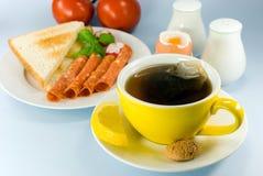Ontbijt met rode gekookte thee, Stock Foto