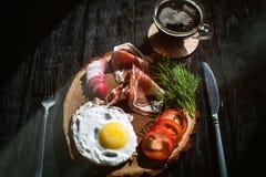 Ontbijt met Spaanse ham en Italiaanse koffie Royalty-vrije Stock Foto