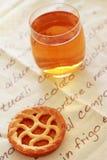 Ontbijt met thee en cake Stock Afbeeldingen