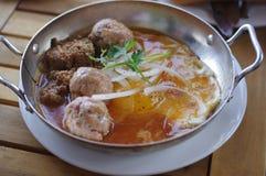 Ontbijt met Vietnamees vleesballetje met eieren en pastei Stock Foto's