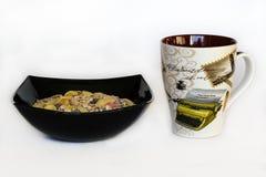 Ontbijt Muesli en een Kop thee stock afbeeldingen