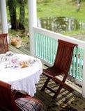 Ontbijt op het terras Royalty-vrije Stock Afbeeldingen