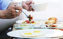 Ontbijt in openluchtkoffie Stock Fotografie