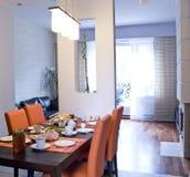 Ontbijt in oranje keuken stock fotografie