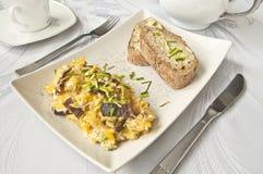 Ontbijt - roereieren royalty-vrije stock afbeelding