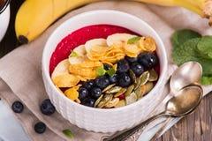Ontbijt smoothie kom Stock Afbeeldingen