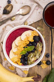 Ontbijt smoothie kom Royalty-vrije Stock Afbeeldingen
