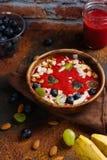 Ontbijt smoothie kom royalty-vrije stock fotografie