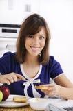 Ontbijt van jonge vrouw Stock Foto