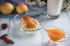 Ontbijt van kwark, peer stock foto
