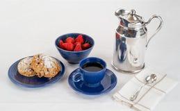 Ontbijt van Scones en Aardbeien met Koffie stock foto