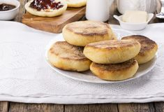 Ontbijt Verse eigengemaakte Engelse muffins stock foto's