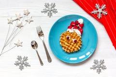 Ontbijt voor kind op Kerstmis met wafel hoogste mening Royalty-vrije Stock Foto