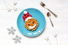 Ontbijt voor kind op Kerstmis met wafel hoogste mening Royalty-vrije Stock Fotografie