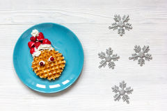 Ontbijt voor kind op Kerstmis met wafel hoogste mening Royalty-vrije Stock Afbeelding