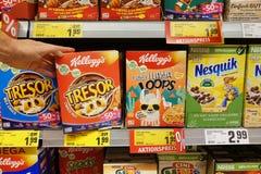 Ontbijtproducten in een opslag stock afbeeldingen