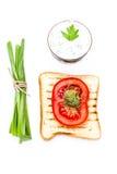 Ontbijtreeks van toostbrood, tomaat, op witte backgrou wordt geïsoleerd die Stock Afbeeldingen