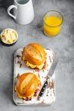 Ontbijtsandwiches met scrambled ei royalty-vrije stock foto