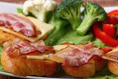 Ontbijttoost met bacon en kruiden Royalty-vrije Stock Foto's