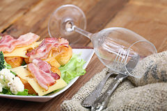 Ontbijttoost met bacon en kruiden Royalty-vrije Stock Foto