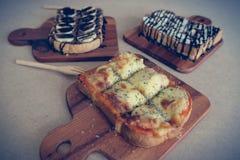Ontbijttoost, Pizza, bananenchocolade, chocoladepinda Royalty-vrije Stock Foto