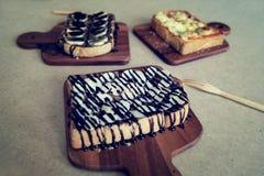 Ontbijttoost, Pizza, bananenchocolade, chocoladepinda Royalty-vrije Stock Afbeeldingen