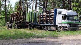 Ontbossing en geautomatiseerde lading op een vrachtwagenvoertuig