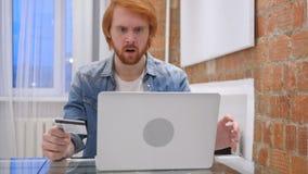 Ontbreek online het Winkelen door de Mens van de Roodharigebaard, Fout stock video