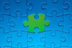 Ontbrekend puzzelstuk met lichte gloed Royalty-vrije Stock Foto's