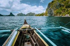 Ontdek het onderzoeken van het Natuurreservaat van Gr Nido in de provincie van Palawan met vissersboot wereldberoemde toeristisch royalty-vrije stock foto