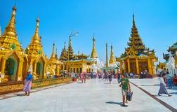 Ontdek Shwedagon Zedi Daw, Yangon, Myanmar stock afbeelding