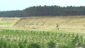 Ontginnend dagbouwextractie van de bouw van geel zand, hoogte - het bouwmateriaal van de kwaliteitsindustrie, verwoesting van stock footage