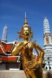 Onthaal aan het standbeeld van Bangkok - Kinnari-in Wat Phra Kaew Stock Foto's