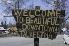 Onthaal aan mooi Talkeetna-teken van de binnenstad in Talkeetna, Alaska royalty-vrije stock fotografie
