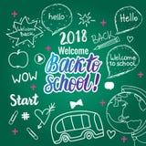 Onthaal terug naar school 2018 banner De vectorhand trekt vastgestelde geïsoleerde elementen op groen schoolbord royalty-vrije illustratie