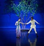 Ontmoet in de moerbeiboom de tuin-eerste handeling: de van de het drama` Zijde van de moerbeiboom tuin-epische dans Prinses ` stock afbeelding
