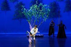 Ontmoet in de moerbeiboom de tuin-eerste handeling: de van de het drama` Zijde van de moerbeiboom tuin-epische dans Prinses ` royalty-vrije stock afbeeldingen