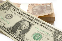 Ontmunting van Indische Muntinr tegen toenemende waarde van Amerikaanse Dollar USD Stock Fotografie
