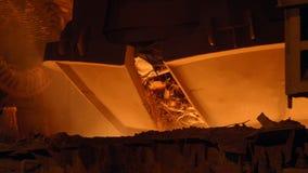 Ontploffingsfurnance bij een metallurgische installatie stock videobeelden