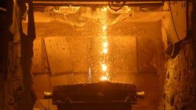 Ontploffingsfurnance op het metallurgisch installatie, ijzer en staalwerk stock videobeelden