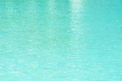 Ontruim en kalmeer Blauw Oceaanwater Stock Foto