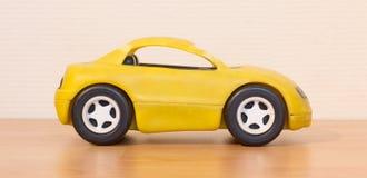 Ontruim gekleurd klein autostuk speelgoed royalty-vrije stock fotografie