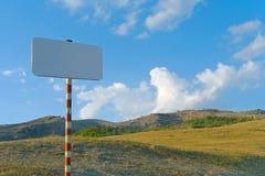 Ontruim teken in bergen Stock Foto's