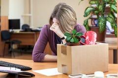 Ontslag op het werk, huilende werknemer Royalty-vrije Stock Afbeeldingen